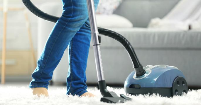 كيف تكتشفين أن المكنسة بها عطل أو تحتاج للتنظيف